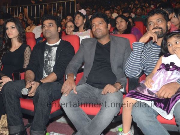 Fans Interaction With Sukumar And DSP