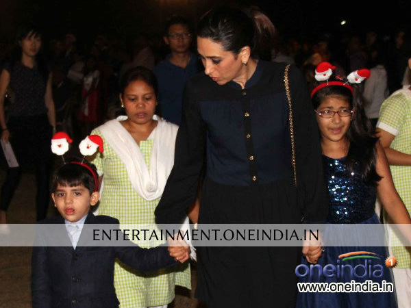 Karisma Kapoor With Children Celebrating Christmas