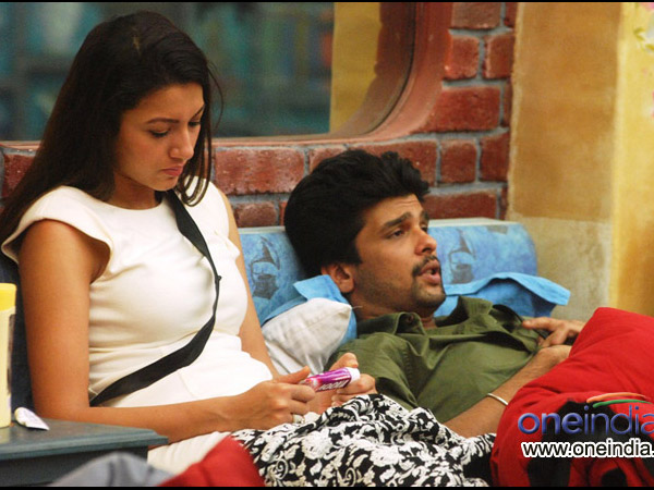 Kushal Re-enters Gauhar Happy!