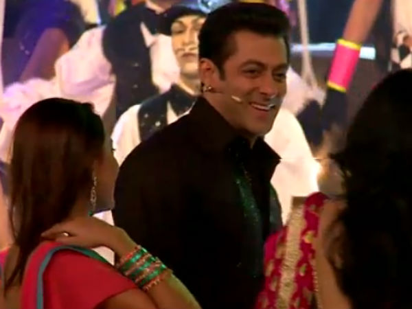 Salman With Pratyusha And Kamya During BB 7 Grand Finale