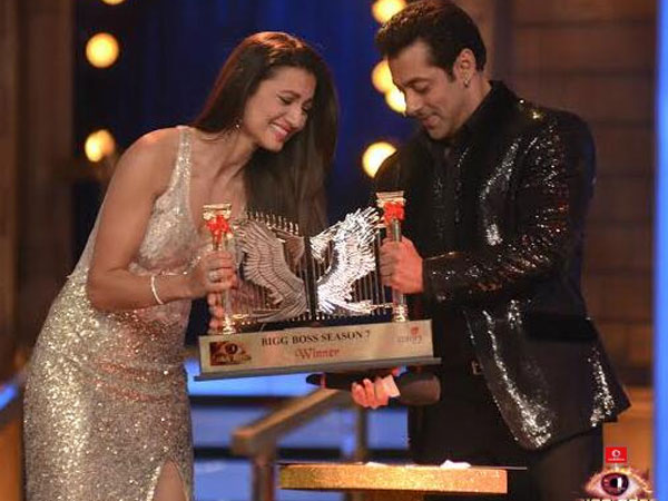 Salman Khan Gave The Trophy