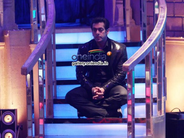 Salman Khan Resting During The Shoot