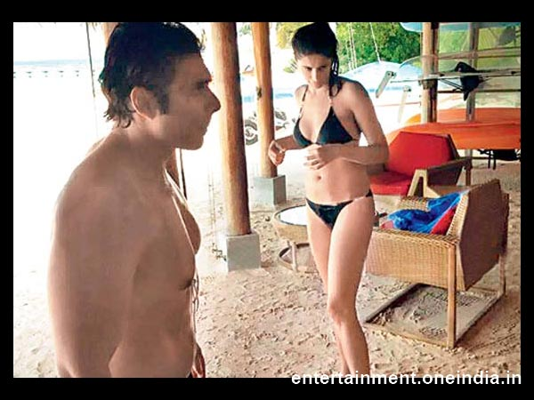 New Year Celebrations of Bollywood Celebrities- 'Dhoom' Ali , Finally, With A Girl