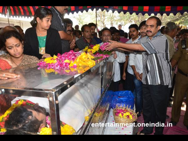 Suresh Babu Offers Flowers To Uday Kiran