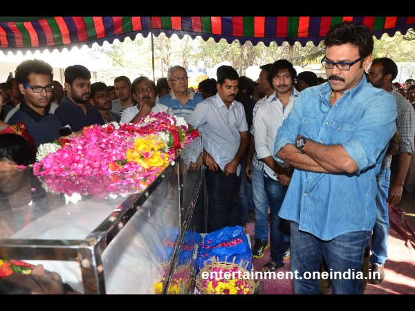 Venkatesh Pays Last Respect To Actor Uday Kiran