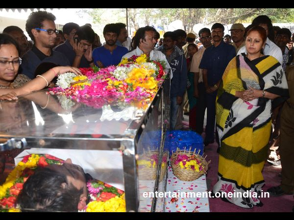 Jayasudha Offer Last Respect To Uday Kiran