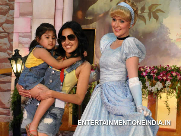 Bigg Boss 7's Kamya Punjabi And Daughter Meet Snow White