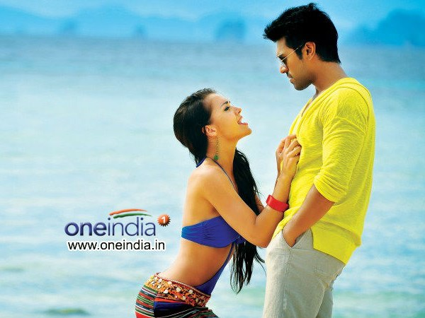 Yevadu Collection In Nellore