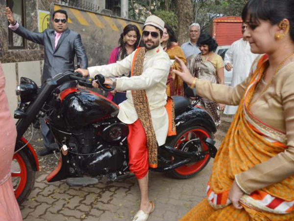 Wedding Photo: Akshay Varde Gets Traditional Welcome