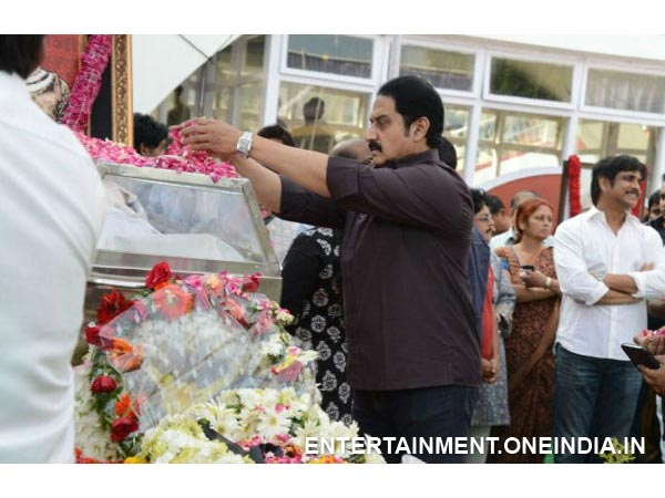 Actor Suman Paying His Last Respect