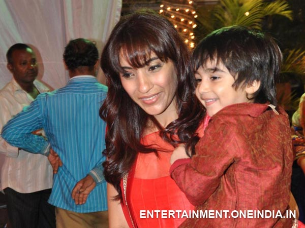 Ayan With Mom Parveen