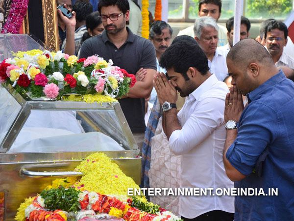 Junior NTR Pays Last Respect To ANR