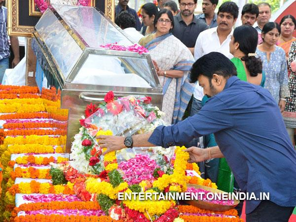 Rajasekhar, Jeevitha Pay Last Respect To ANR