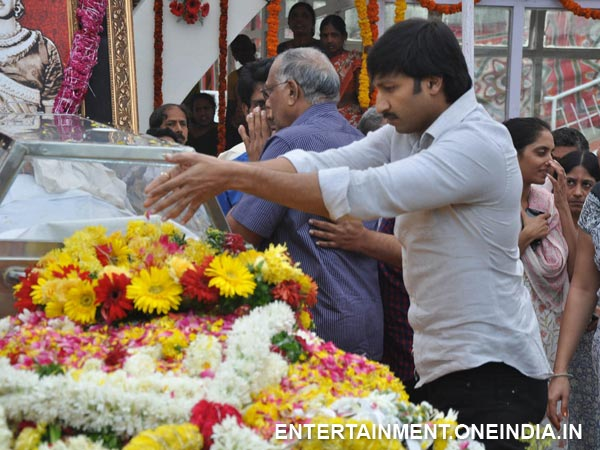 Gopichand Pays Last Respect To ANR