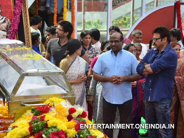 Venkatesh Pays Last Respect To ANR