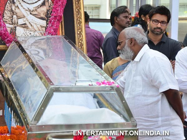 MM Keeravani Pays Last Respect To ANR