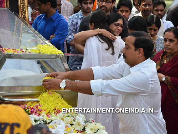 Gopichand Achanta Pays Last Respect To ANR