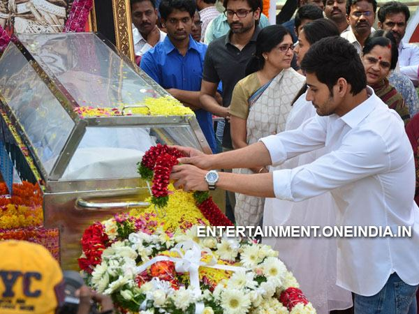 Mahesh Babu, Namrata Pay Last Respect To ANR