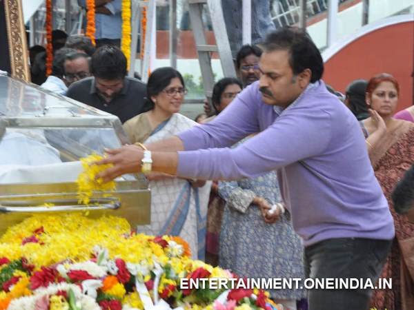 Nagababu Pays Last Respect To ANR