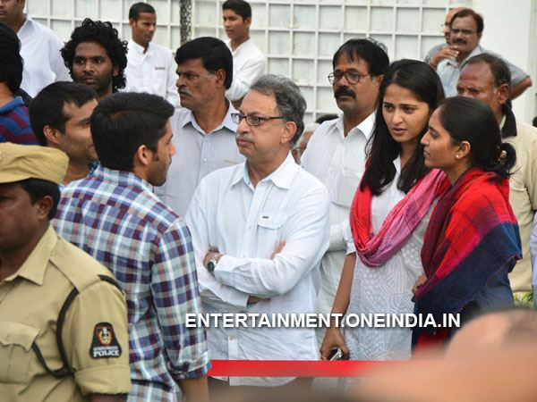 Anushka Shetty Pays Last Respect To ANR