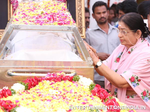 P Susheela Pays Last Respect To ANR