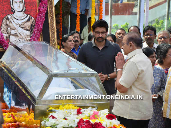 Krishna Pays His Last Respect To ANR