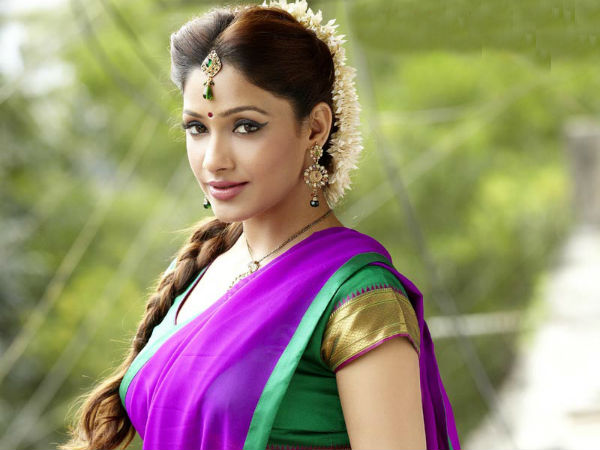 Heart Attack Telugu Movie Heroine Name Kesha Khambhati Debut ...
