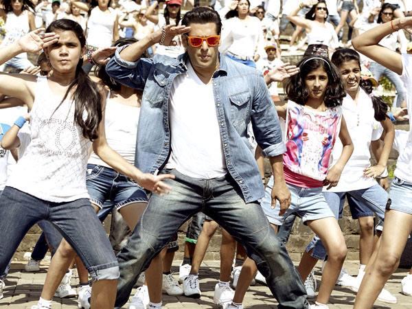 Salman Khan, Daisy Shah Promote 'Jai Ho' on 'Nach Baliye 6' [PHOTOS]