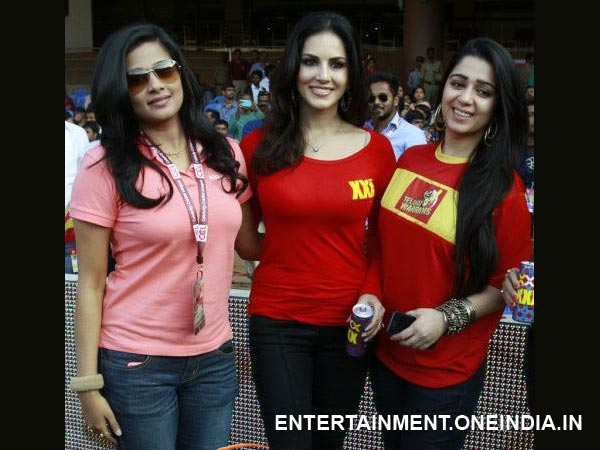 Sunny Leone With Other Actresses