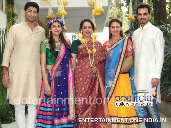 Hema Malini With Her Daughters, Son-In-Laws