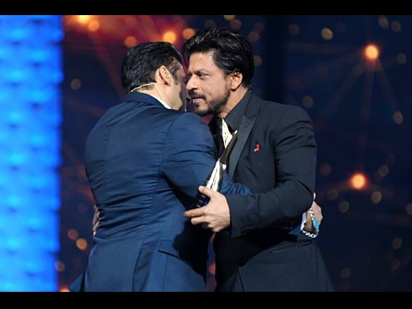 Salman And Shahrukh Hug