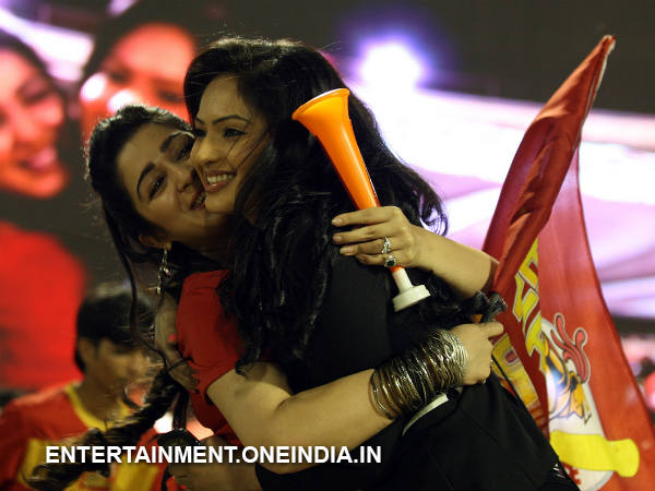 Charmi-Nikesha Bonding At Telugu Warriors Match In CCL 4