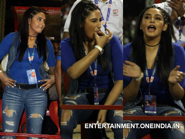 Ragini Dwivedi At Telugu Warriors Match In CCL 4