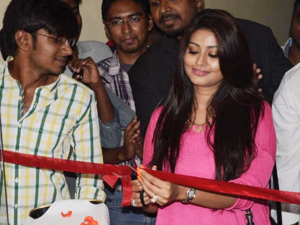 Sneha Inaugurates New Salon