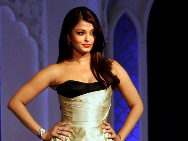 Aishwarya Concentration To Daughter