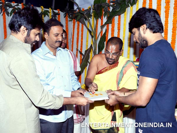 PK, Sharat Handing Over Script