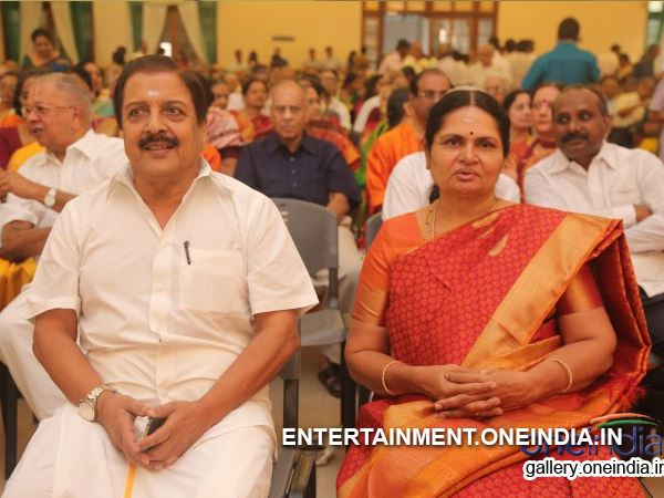Marriage Photo: Sivakumar With His Wife At VJ Ramya's Marriage