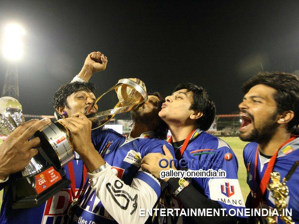 Sudeep Celebrating With The Team