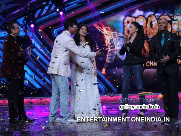 Javed Welcomes Madhuri