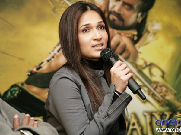 Soundarya Pins High Hopes On Kochadaiiyaan