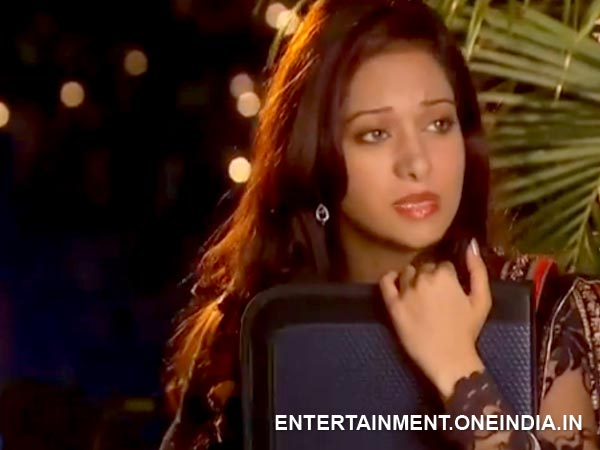 Aaliya Worried