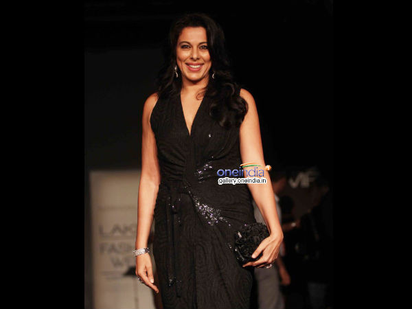 Photo: Pooja Bedi At Lakme Fashion Week 2014