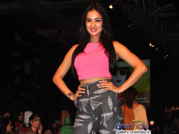 Photo: Sonal Chauhan Graces Lakme Fashion Week 2014