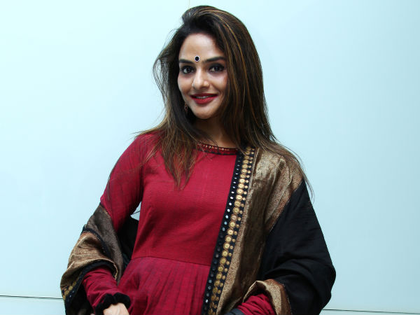 Madhoo Graced Vaayai Moodi Pesavum Music Launch
