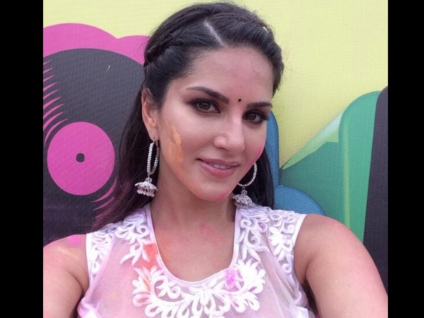 Sunny Leone At Zoom Holi Party!