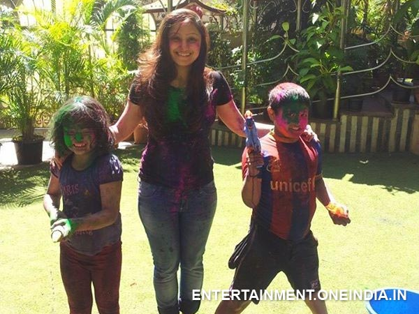 Priyanka Upendra Playing Holi With His Kids