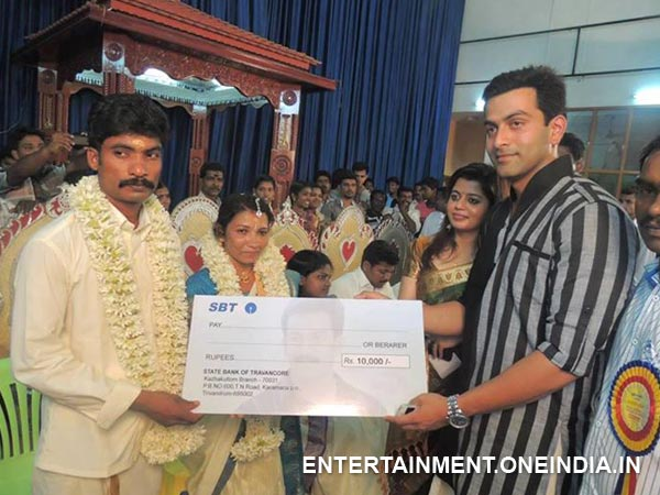 Prithviraj Gives Cash To The Couple