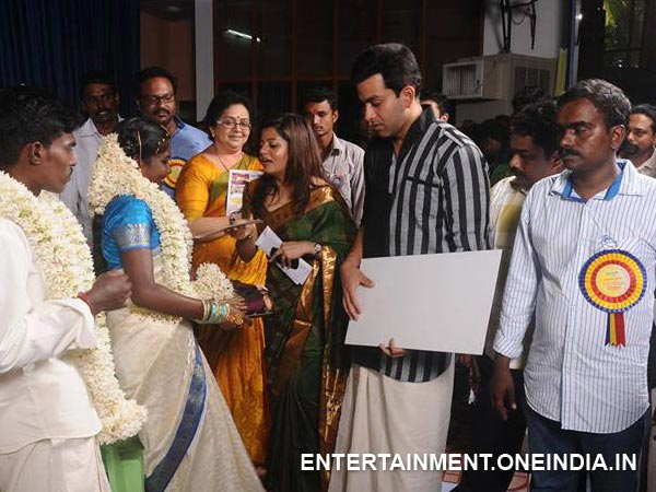 Prithviraj, Supriya With The Couple