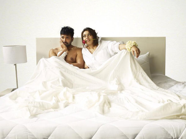 Hansika Motwani-Jayam Ravi Caught On Bed!