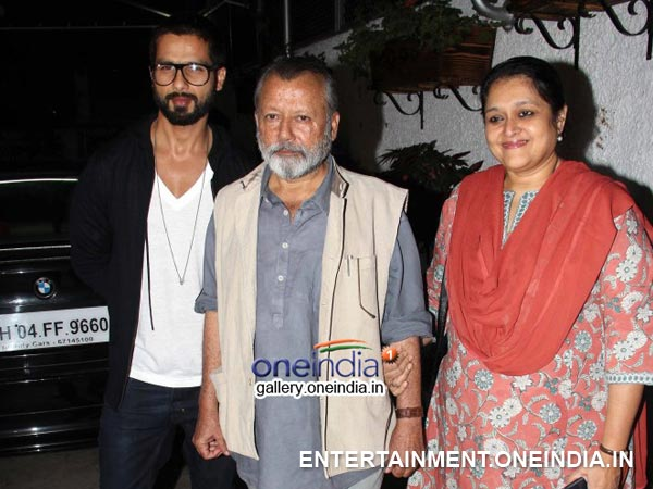 Shahid Kapoor Arriving To The Inam Special Screening With His Family